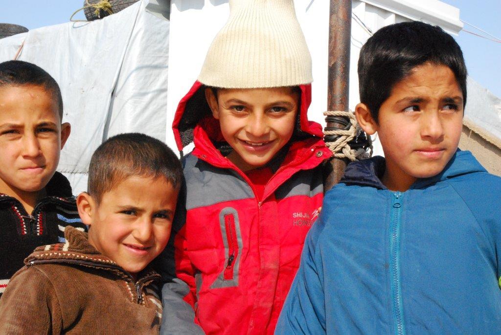 Libanonreise 2014 (15) - Kinder mit gespendeten Mützen und Schals