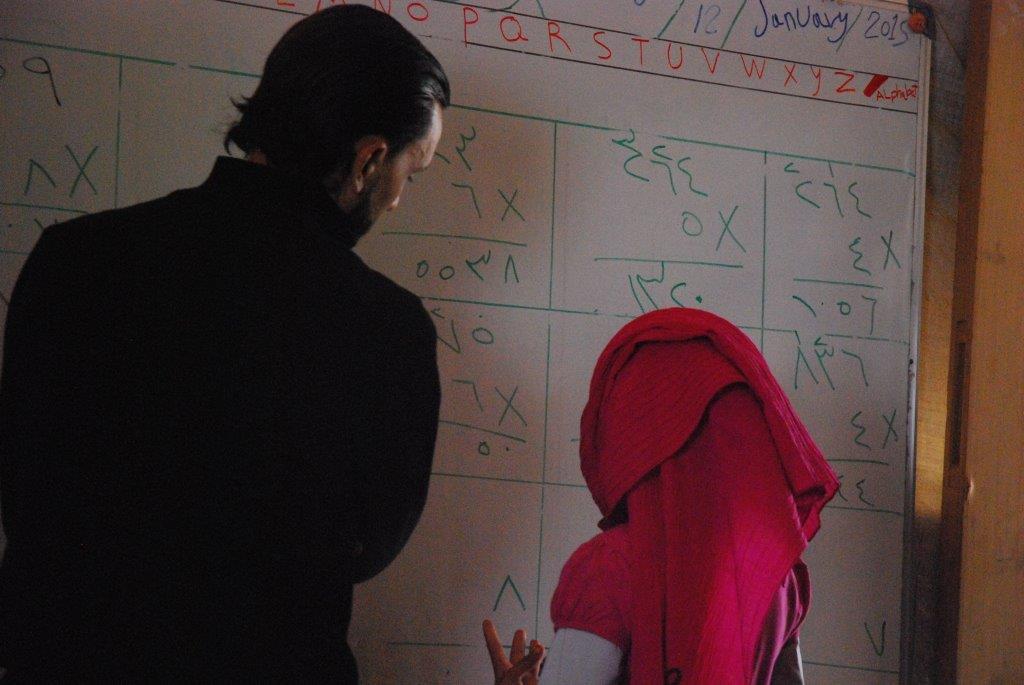 Libanonreise 2014 (18) -  Beim Unterricht im Schulzelt